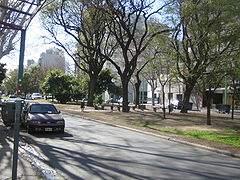 Canteros y Plazoletas de la Av San Isidro