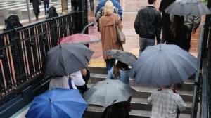 Se necesita un reglamento urbano para usar paraguas