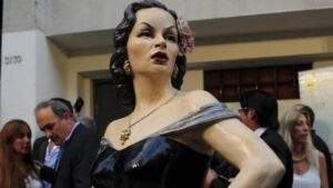Estatua de homenaje a Tita Merello