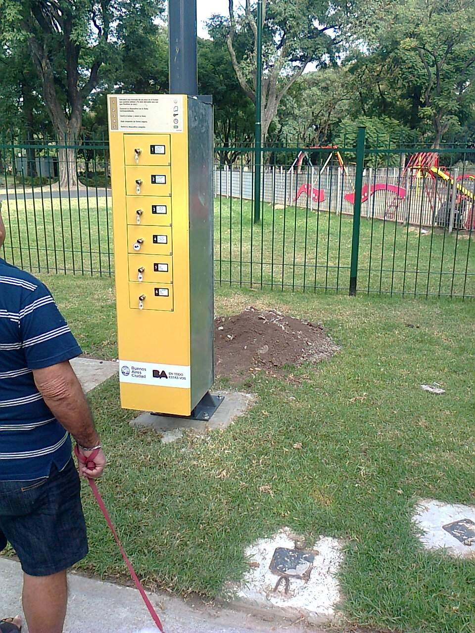 Carga de baterías para celulares en la Ciudad
