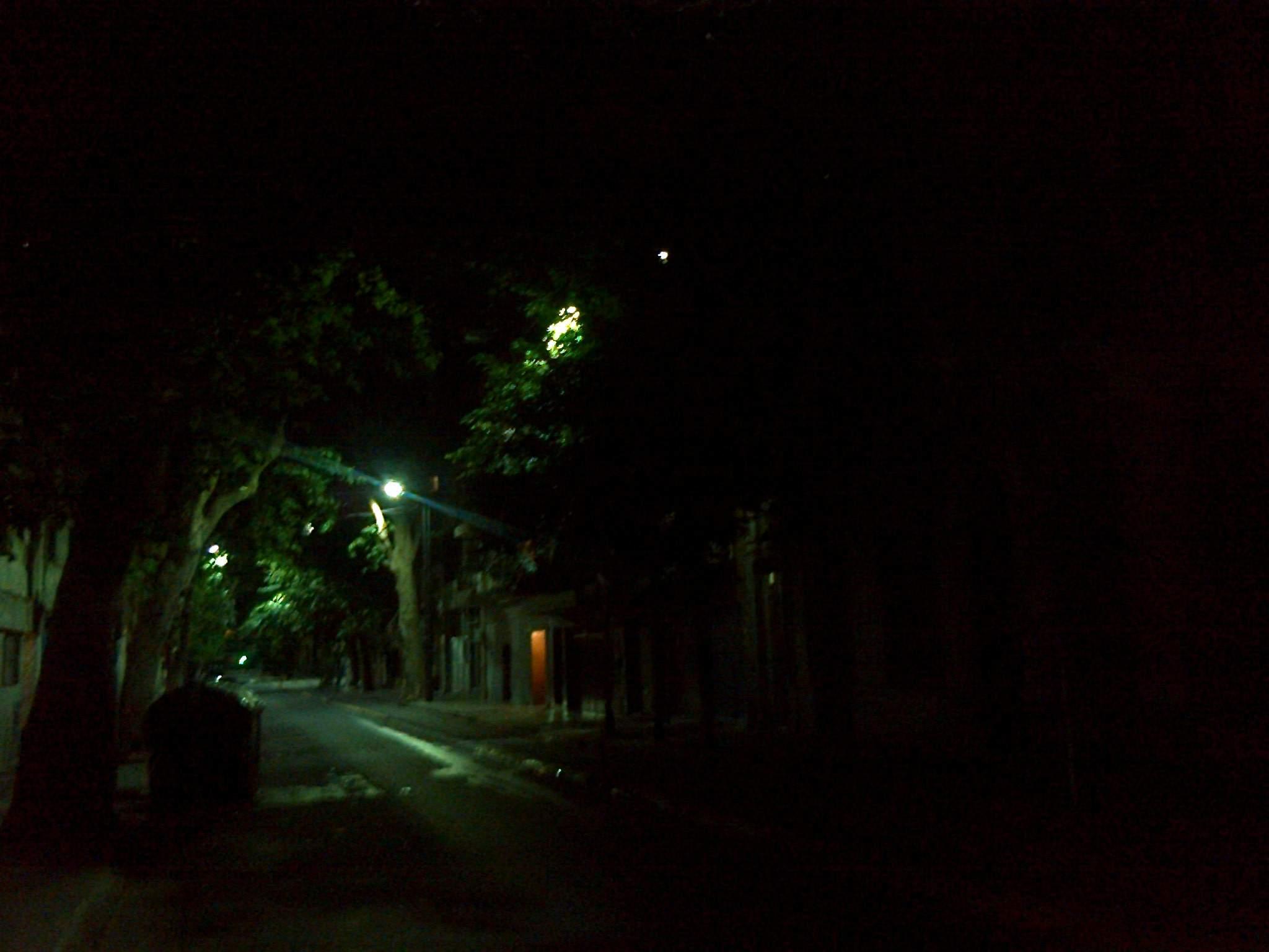 Oscuridad total con los altísimos postes para iluminación led
