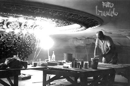 Raúl Soldi trabajando en la cúpula del Teatro Colón, en 1965