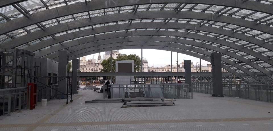 Arco de acceso a la nueva estación Constitución.