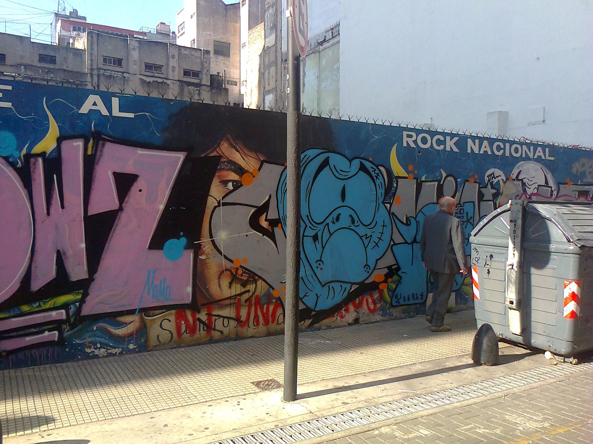 Adiós al mural de homenaje a Sandro. Lo que se ve es peor que si lo hubieran volteado.