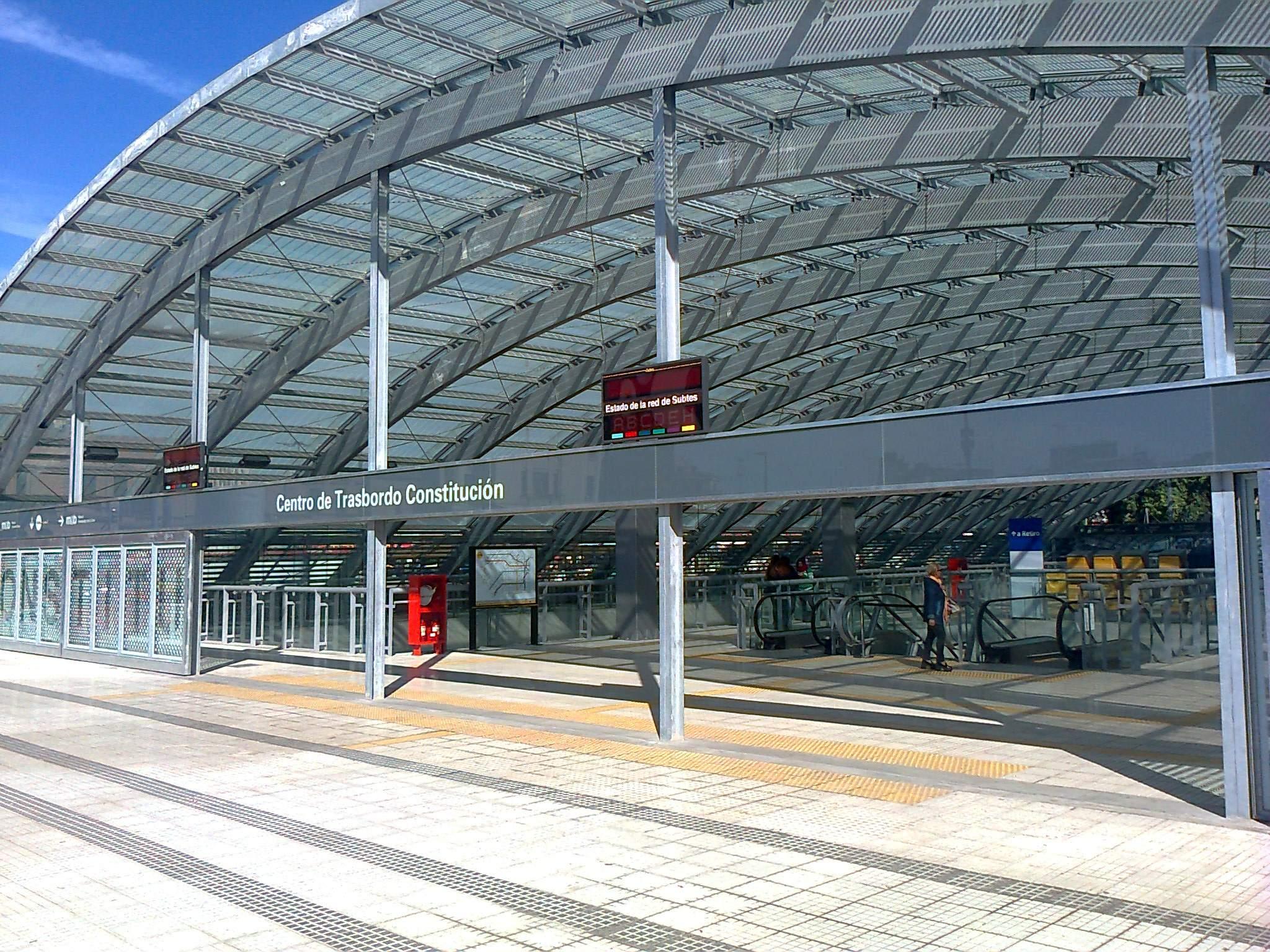 El Centro de Trasbordo entre transportes en Plaza Cosntitución.