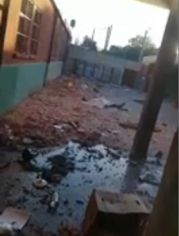 Parte de la destrucción que hubo en una escuela del Oeste del GBA