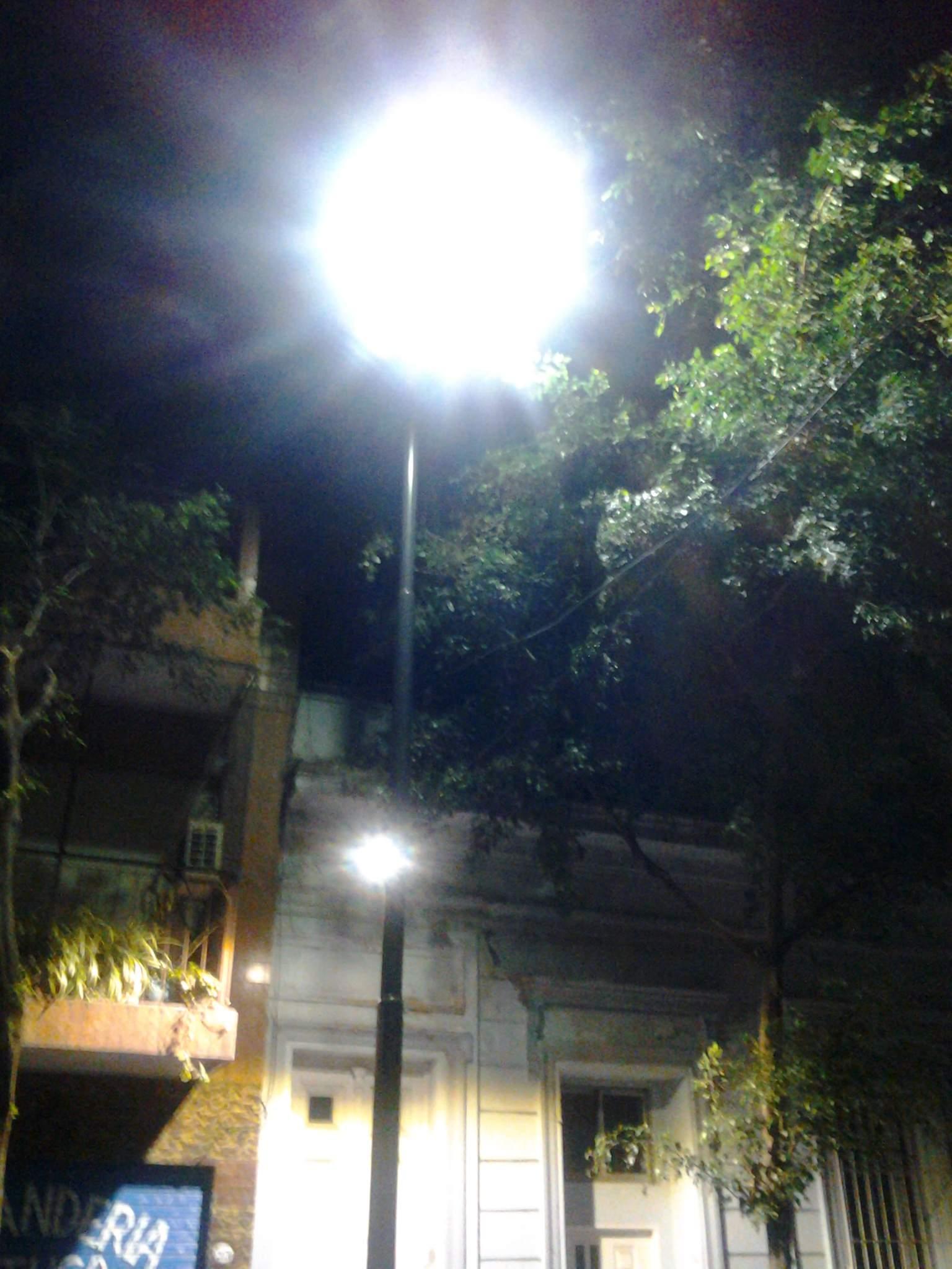 Ya hay postes con luminarias a dos alturas diferentes